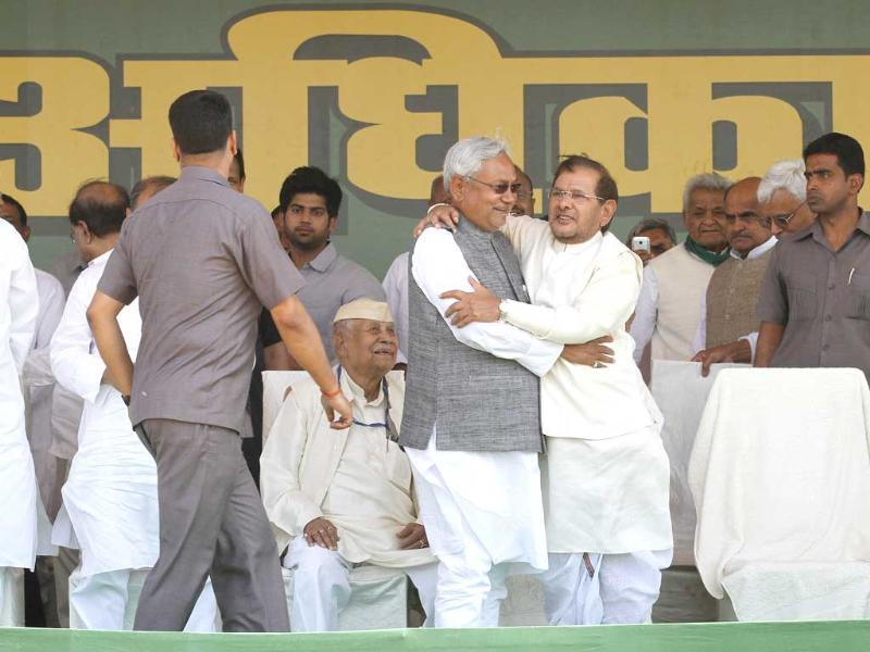 Bihar chief minister Nitish Kumar with his party JD(U) leader Sharad Yadav and others during Adhikar Rally at Ramlila Ground in Delhi (Photo by Arvind Yadav/ Hindustan Times)