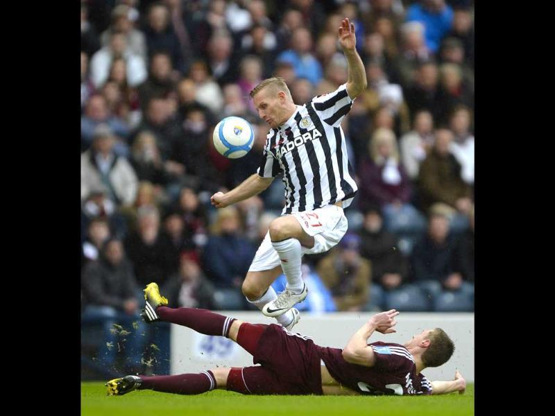 Hearts' Kevin McHattie challenges St Mirren's Gary Teale during their Scottish League Cup final soccer match at Hampden Park Stadium in Glasgow, Scotland. Reuters/UNI