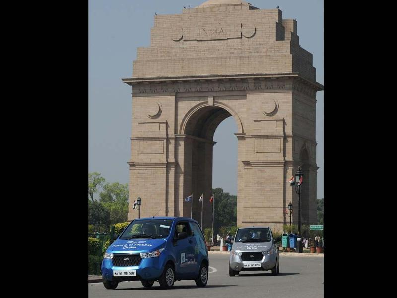 Newly unveiled Mahindra E20 electric cars drive past India Gate in New Delhi on March 18, 2013. Mahindra launched the new environment friendly E20 electric car powered by next generation Lithium-ion batteries and which can run up to 100 kms per charge. Photo: AFP/Manan Vatsyayana