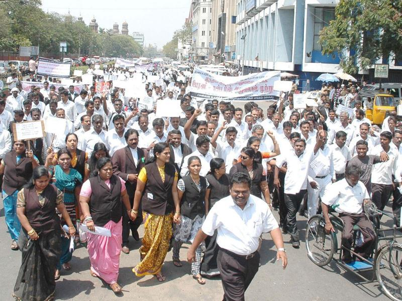 Lawyers taking out a rally towards the Customs House demanding a United Nations Referendum for Tamil Eelam in Sri Lanka, in Chennai. UNI Photo