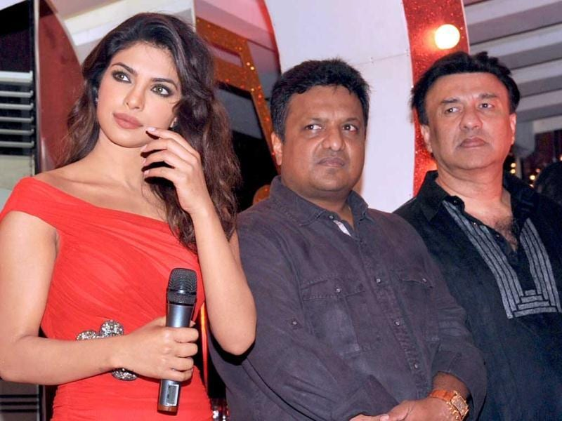 Actress Priyanka Chopra poses with music director and singer Annu Malik (R) during the promotion of the song 'Bubbly Badmaash' from the upcoming Hindi crime film Shootout At Wadala directed by Sanjay Gupta (C) in Mumbai on March 18, 2013. (AFP Photo)