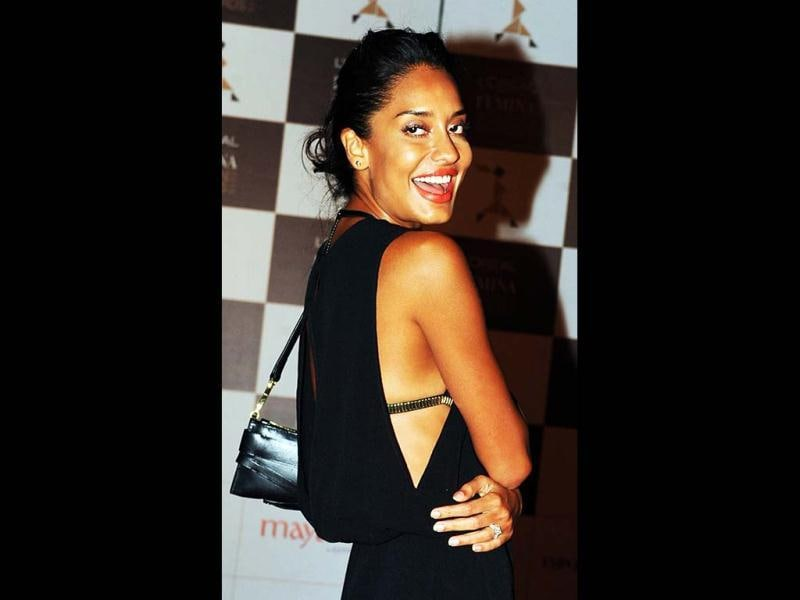 Bollywood actress and model Lisa Haydon looked glamourous in a black slit gown at the 'Loreal Paris Femina women awards. (AFP Photo)