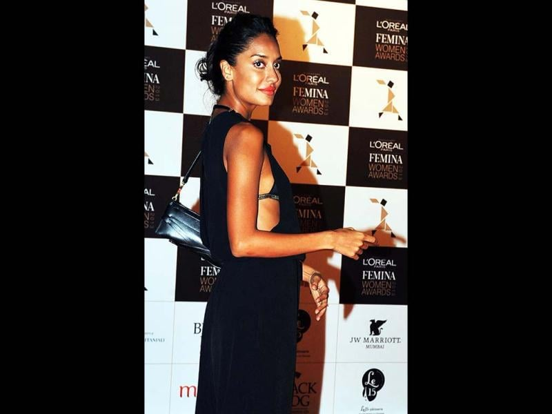 Sultry beauty Lisa Haydon poses for the cameras at the L'oreal Paris Femina women awards in Mumbai. (AFP Photo)