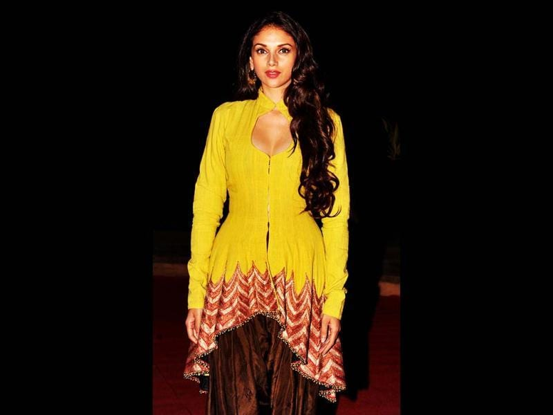 Aditi Rao Hydari was seen in a lemon yellow kurta with a plunging neckline as she attended the L'oreal Paris Femina women awards in Mumbai on March 19, 2013. (AFP Photo)