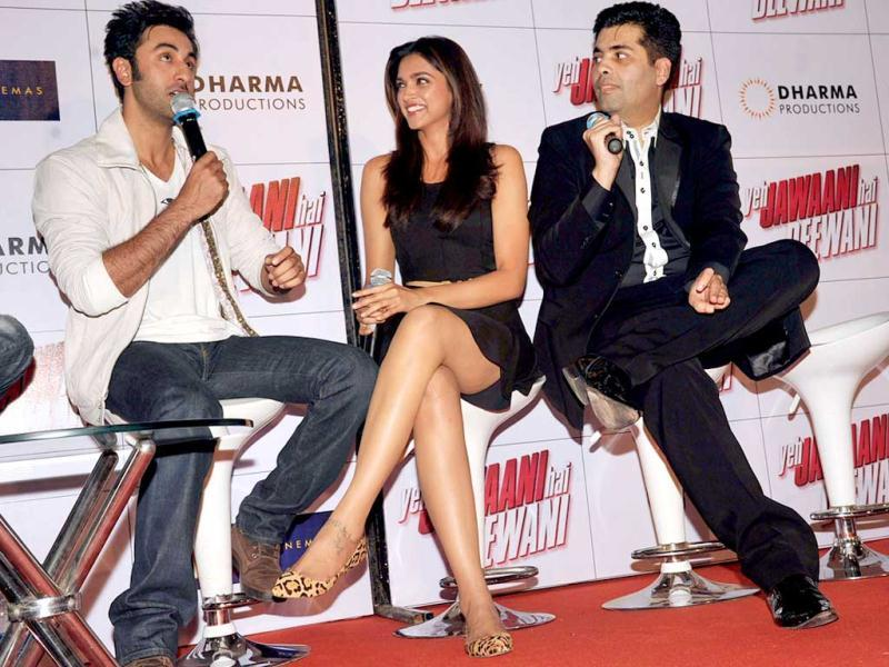Actors Ranbir Kapoor (L) and Deepika Padukone (C) attend the theatrical launch of upcoming Hindi Film Yeh Jawaani Hai Deewani directed by Ayan Mukerji and produced by Karan Johar (R) in Mumbai on March 19, 2013. (AFP Photo)
