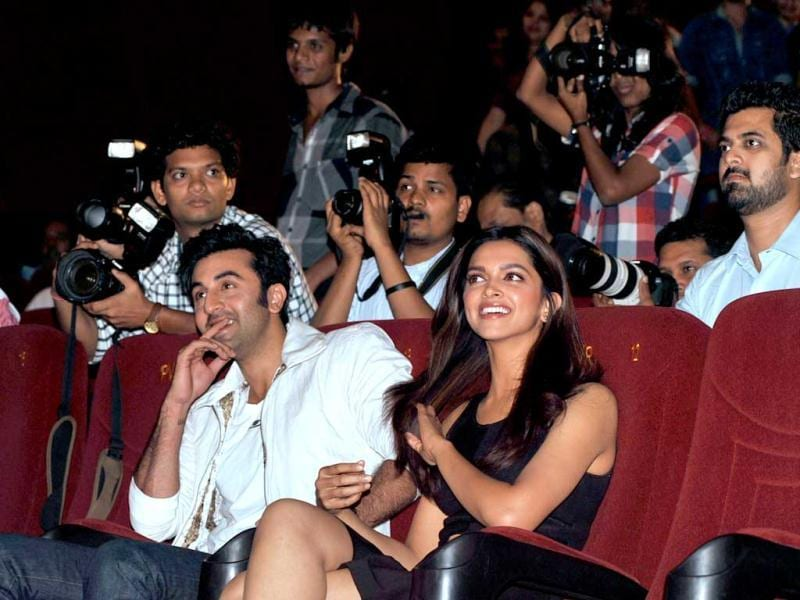 Ranbir Kapoor and Deepika Padukone enjoy the theatrical launch of their film Hindi Film Yeh Jawaani Hai Deewani from the front row. (AFP Photo)