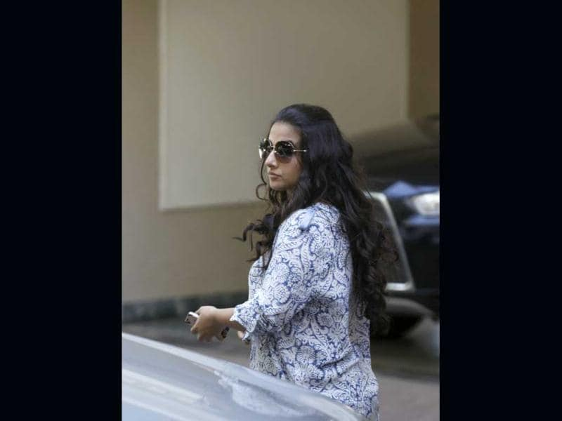 Bollywood actress Vidya Balan leaves actor Sanjay Dutt's residence in Mumbai after Supreme Court's verdict upholding his sentence. (HT Photo/Satish Bate)