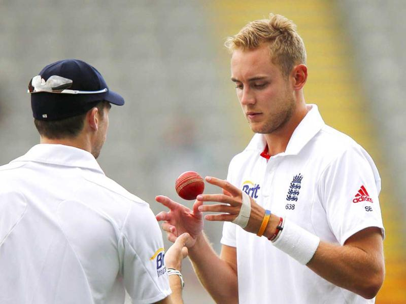 England's Stuart Broad (R) receives the ball from his teammate James Anderson during day one of the final cricket test against New Zealand at Eden Park in Auckland. Reuters photo
