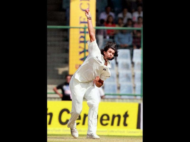 Ishant Sharma in action against Australia on the 1st day of the 4th cricket Test match at feroz Shah Kotla staduim in New Delhi. PTI photo