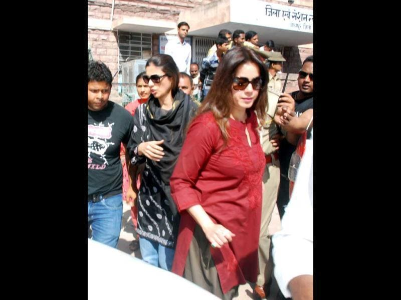 Bollywood star Neelam on her way to court for hearing in the blackbuck poaching case in Jodhpur. (UNI)