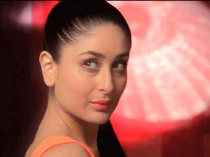 Glam doll Kareena sure knows how to kill with her looks. (Photo Courtesy: Lakme India/Youtube)
