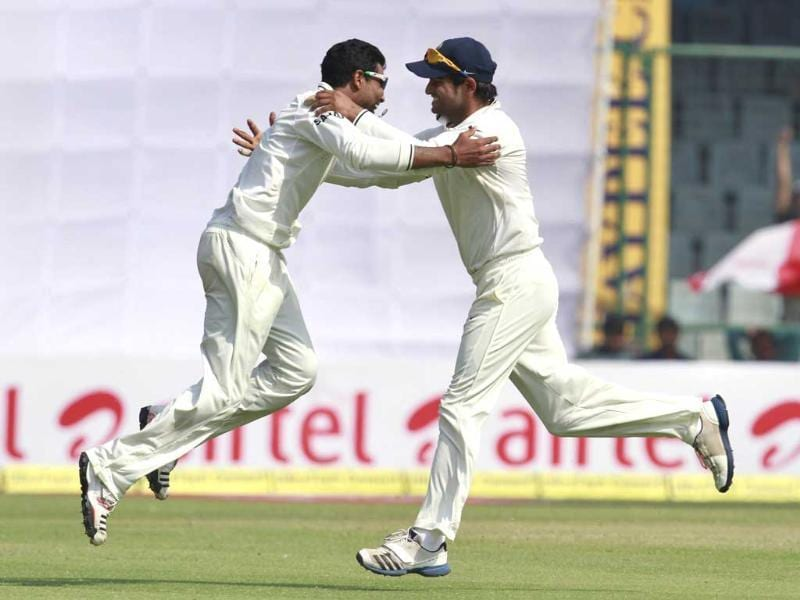 Bowler RA Jadeja and Suresh Raina celebrate the wicket of Australian batsman David Warner during forth and final test match at Ferozshah Kotla ground in New Delhi. HT/Virendra Singh Gosain