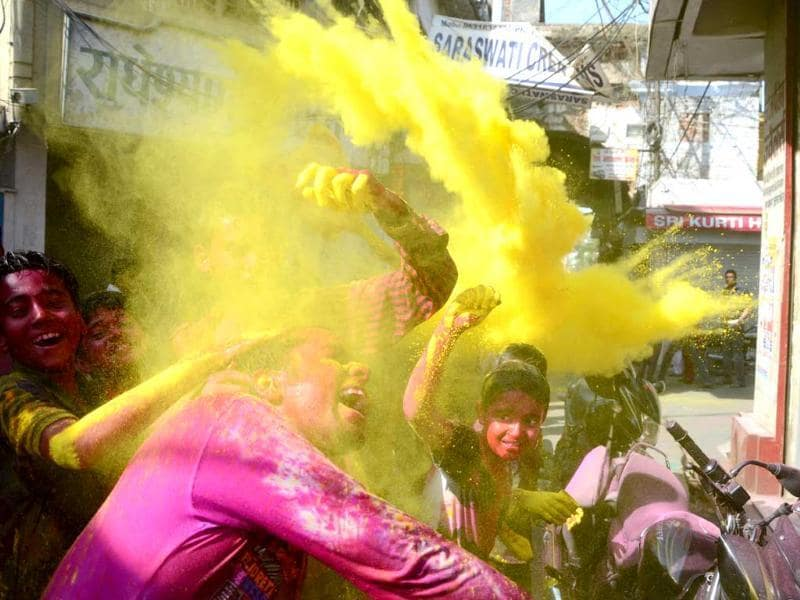 Boys splashing colours on each other as they enjoy the Holi festival celebrations at Chowk area, in Lucknow. HT/Deepak Gupta