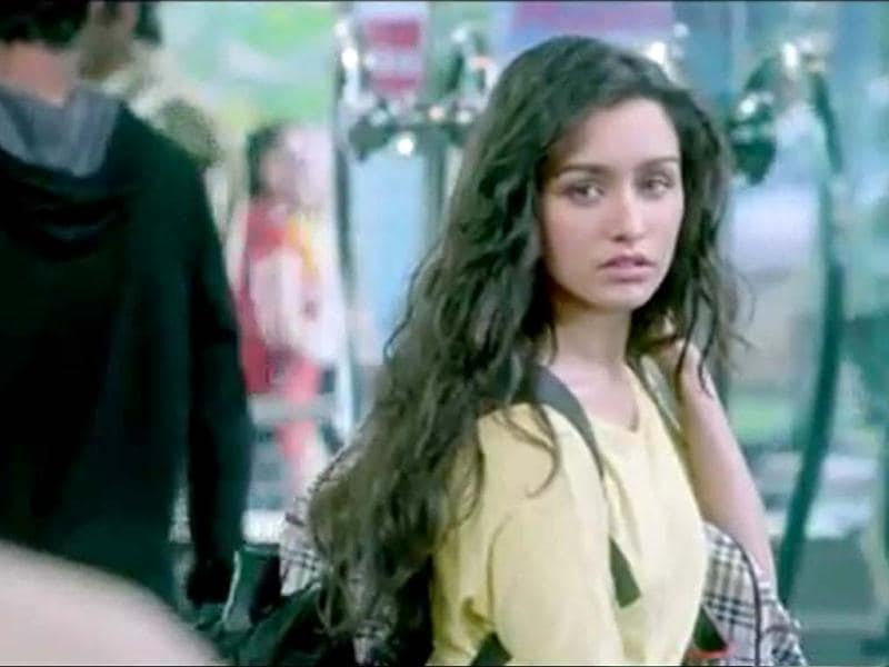 Aashiqui 2 takes you through a musical journey of two lovers who go through love and hate, twists and turbulence, success and failure in their lives.