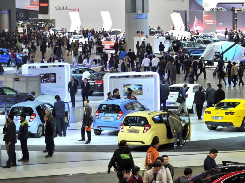 Visitors stroll the alleys of the Seoul Motor Show during a press preview in Goyang, north of Seoul. (AFP Photo)