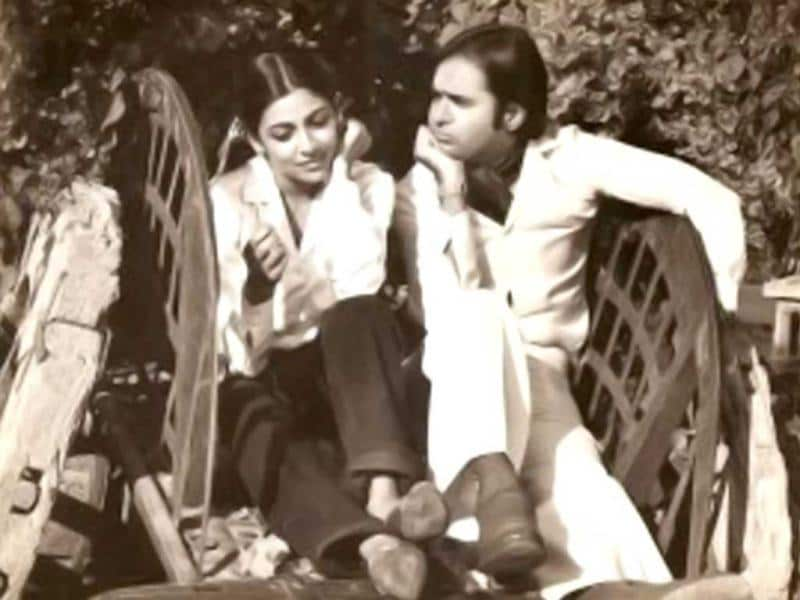 Faarooq Sheikh and Deepti Naval in a still from Chashme Buddoor.