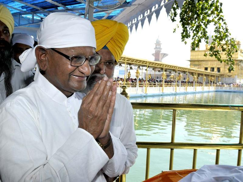 Social activist Anna Hazare at Harmandar Sahib Complex along with former Army chief Gen VK Singh (Retd.) on his first day of Jantantra Yatra in Amritsar. HT photo