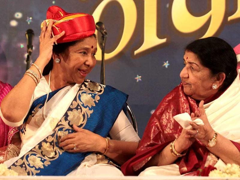 Asha Bhosle and Lata Mangeshwar present for the Hiryday nath Mangeshkar awards to present, wherein Lata Mangeshkar gave away the award to her sister Asha Bhosle at Ville Parle in Mumbai, {contry}, on Sunday, March 31, 2013. (Photo by Vidya Subramanian/Hindustan Times)
