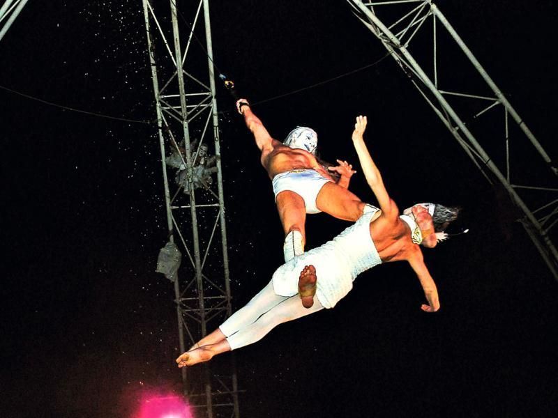 Flying Angels and acrobatic team from France perform during the grand finale of Bonjour India 2013 in New Delhi. UNI Photo