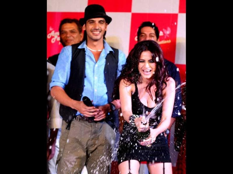 Uncork the bubbly: Ameesha Patel (R) is watched by actor Zayed Khan as she opens a champagne at the launch of the Hindi film Desi Magic directed by Mehul Atha in Mumbai late April 2, 2013. (AFP Photo)