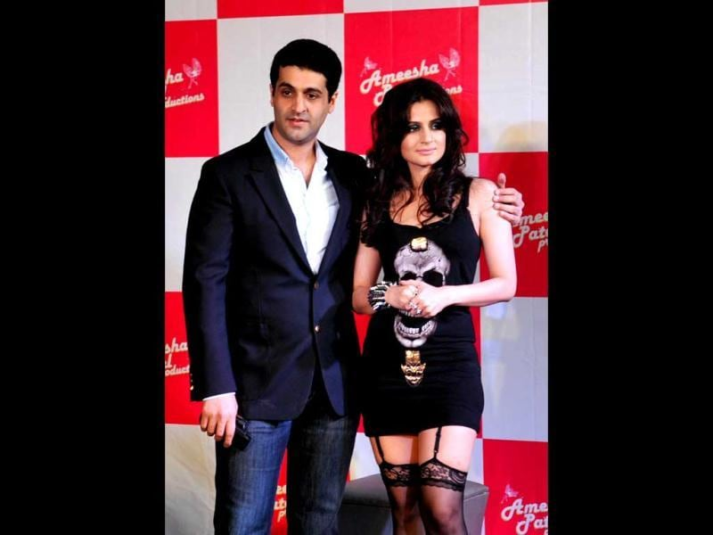 Indian Bollywood actress Ameesha Patel (R) poses with Kuunal Goomer at the launch of the Hindi film Desi Magic directed by Mehul Atha in Mumbai late April 2, 2013. (AFP Photo)