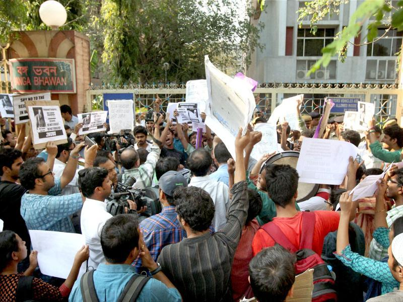 JNU students shout slogans during a protest against West Bengal chief minister Mamata Banerjee over the death of SFI activist Sudipto Gupta, at Banga Bhavan in New Delhi. PTI Photo