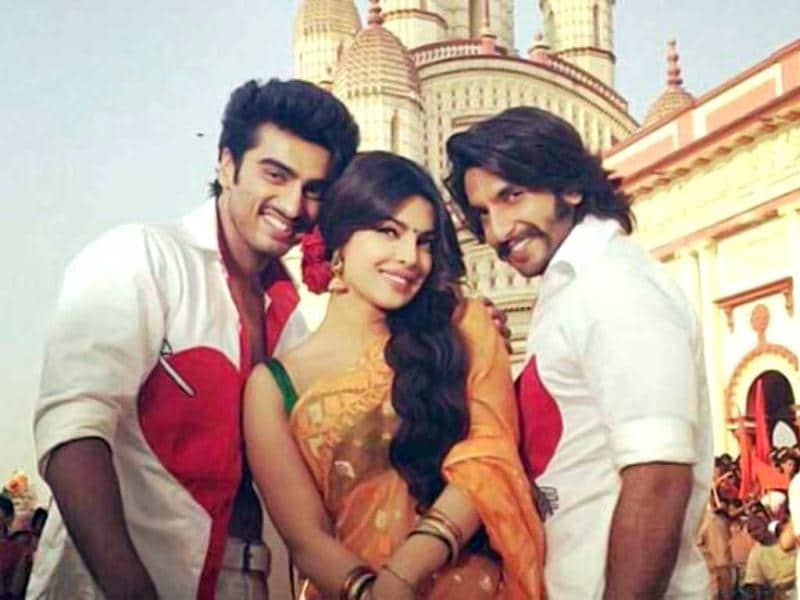 Priyanka Chopra, Ranveer Singh and Arjun Kapoor once again in a candid moment on the sets of Gunday.