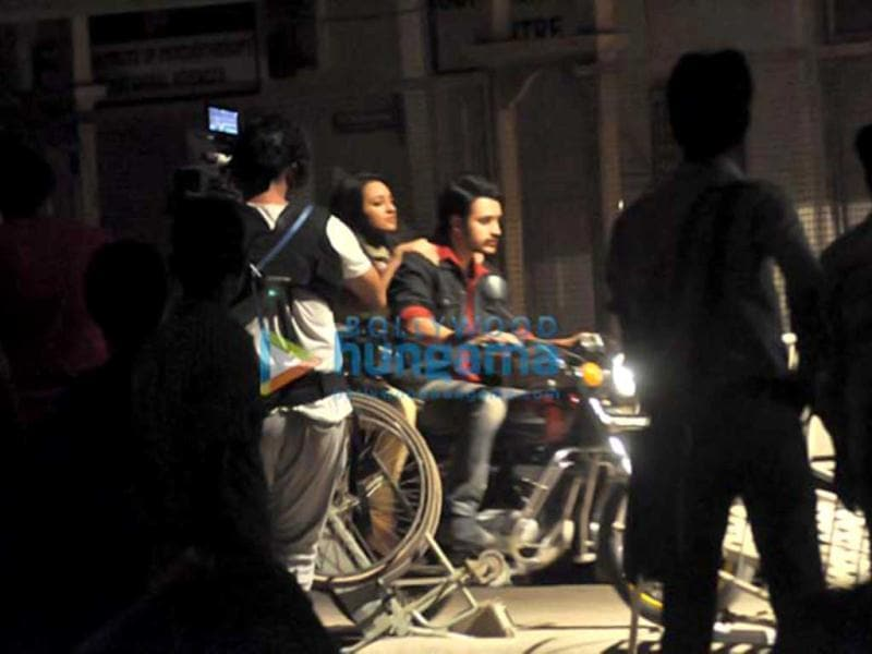 Recently, Sonakshi Sinha and Imran Khan were spotted on the sets of Once Upon A Time In Mumbaai 2. The two were seen on a motorbike.