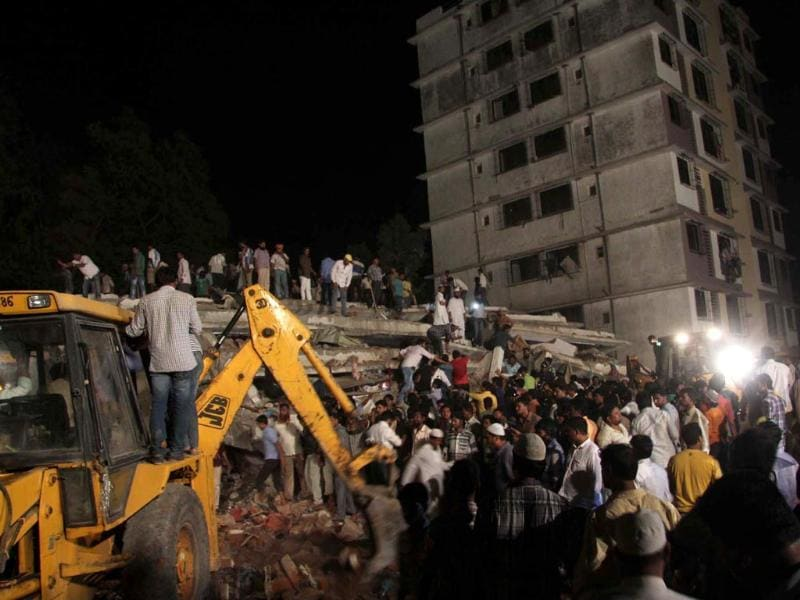 Rescuers look for survivors in the debris of the collapsed building. Municipal commissioner RA Rajeev and district collector P Velarasu were supervising the relief operations. HT/Praful Gangurde