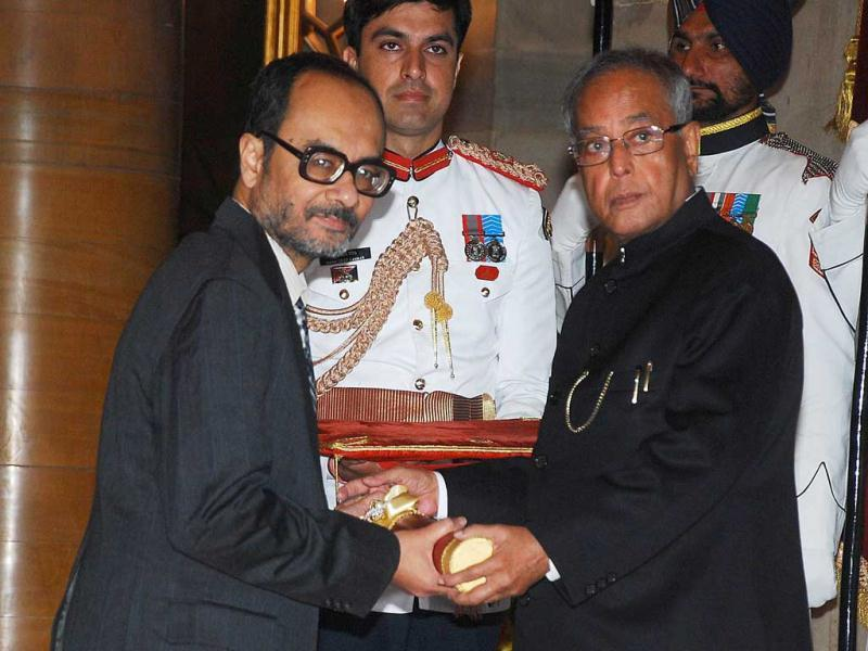 Pranab Mukherjee presenting Padma Bhushan to Ashoke Sen for his outstanding contribution in the field of Education at Rashtrapati Bhavan in New Delhi on Friday. (UNI Photo)