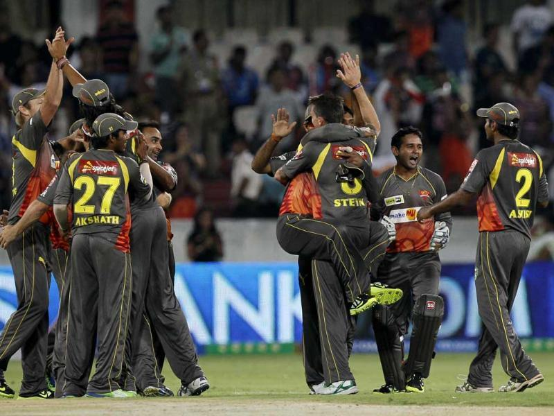 Sunrisers Hyderabad bowler Dale Steyn celebrates the wicket of Pune Warriors Ashok Dinda with teammates during the IPL T20 match at Rajiv Gandhi International Stadium, Hyderabad. HT/Santosh Harhare