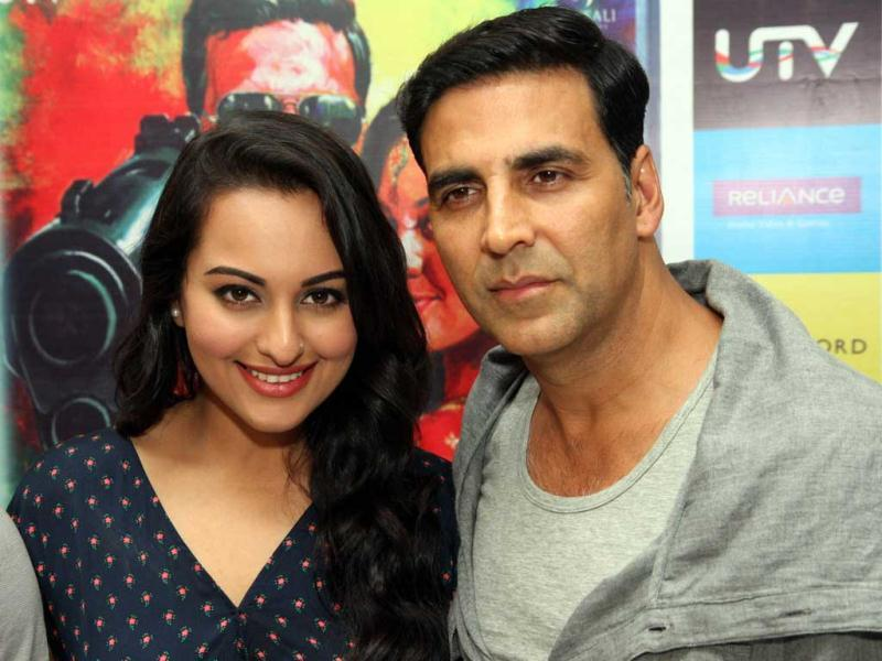 Film: Once Upon a Time in Mumbaai 2 Actors: Akshay Kumar (45), Sonakshi Sinha (25)Age Difference: 20