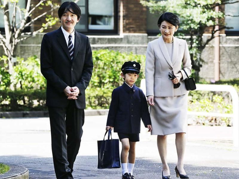 Prince Hisahito (C) accompanied by his parents Prince Akishino (L) and Princess Kiko, arrive at Ochanomizu University Elementary School for his entrance ceremony in Tokyo. AFP