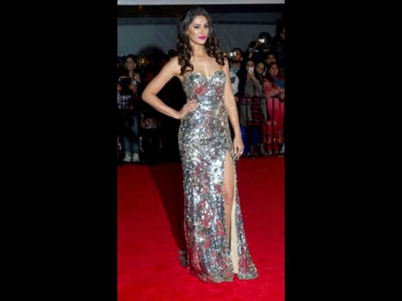 Nargis Fakhri poses for at the red carpet. (Photo Courtesy: Facebook/TOIFA)