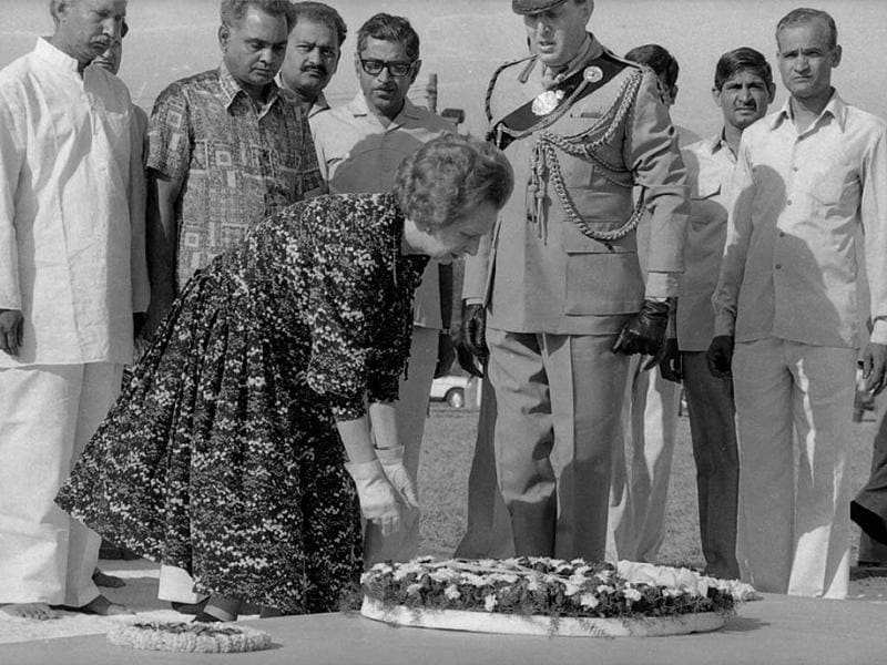 File photo of former British prime minister Margaret Thatcher paying respect at the death memorial of former prime minister Indira Gandhi. HT