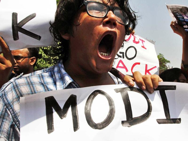 Indian activists of a Naxalite group protest against Narendra Modi's Kolkata visit to woo Bengal Inc.(AP)