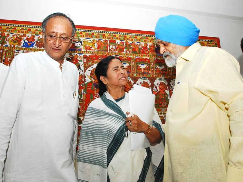 West Bengal chief minister Mamata Banerjee and finance minister Amit Mitra with deputy chairman of planning commission Montek Singh Ahluwalia for finalising the annual Plan of the state in New Delhi. UNI