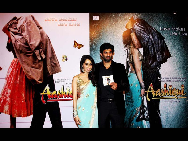 Shraddha Kapoor (L) and Aditya Roy Kapoor attend a soundtrack launch event for Aashiqui 2 in Mumbai on April 8, 2013. (AFP Photo)