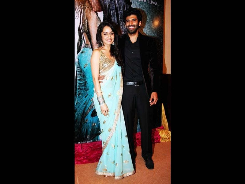 Shraddha Kapoor (L) and Aditya Roy Kapoor at the music launch for their upcoming Film Aashiqui 2 on April 8, 2013. (AFP Photo)