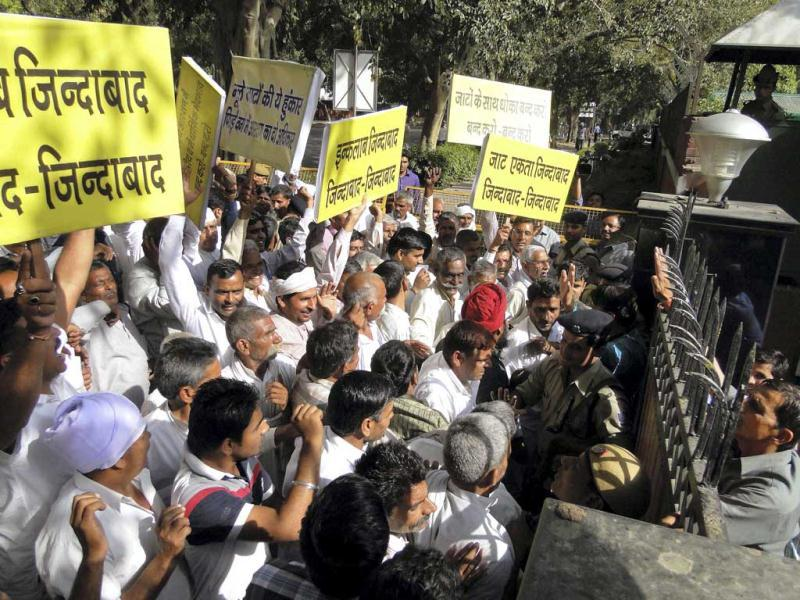 Jat members protest at the residence of home minister Sushil Kumar Shinde in New Delhi. (PTI)