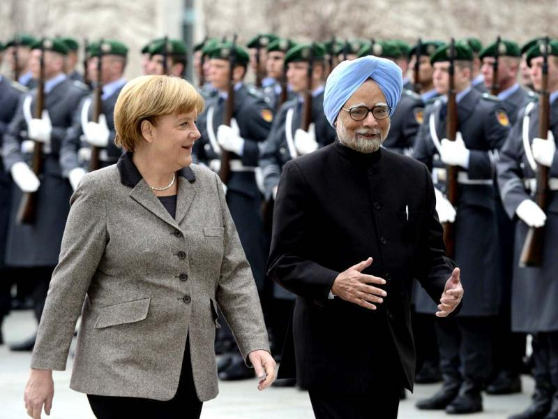 Prime Minister Manmohan Singh and German Chancellor Angela Merkel inspect a military honor guard during a welcoming ceremony at the Chancellery in Berlin. AFP photo
