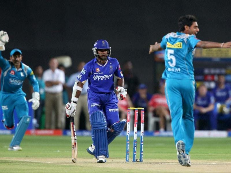 Pune Warriors players Robin Utthappa and Bhuvneshwar Kumar appeal for the dismissal of Kushal Janith Perera during the T20 match in Pune. PTI Photo