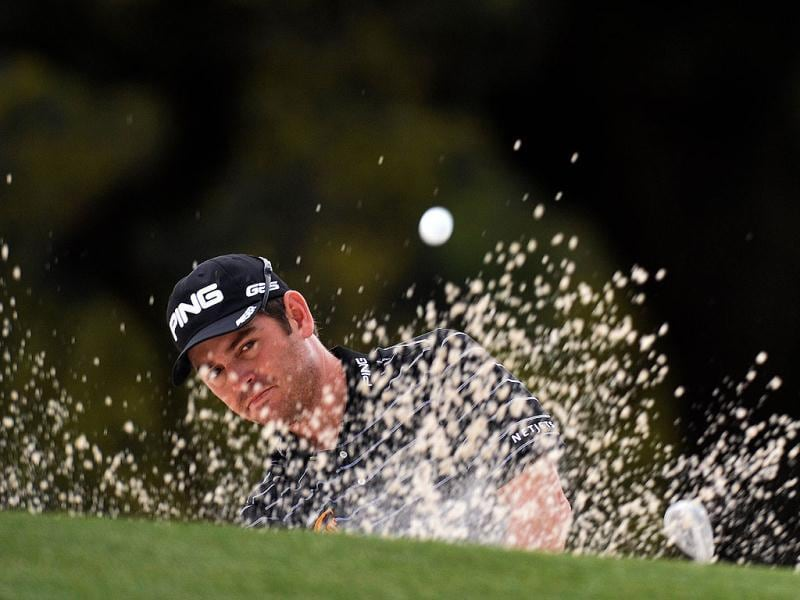 Louis Oosthuizen of South Africa hits out of the bunker on the 18th hole during the first round of the 2013 Masters Tournament at National Golf Club Augusta, Georgia. (AFP Photo)