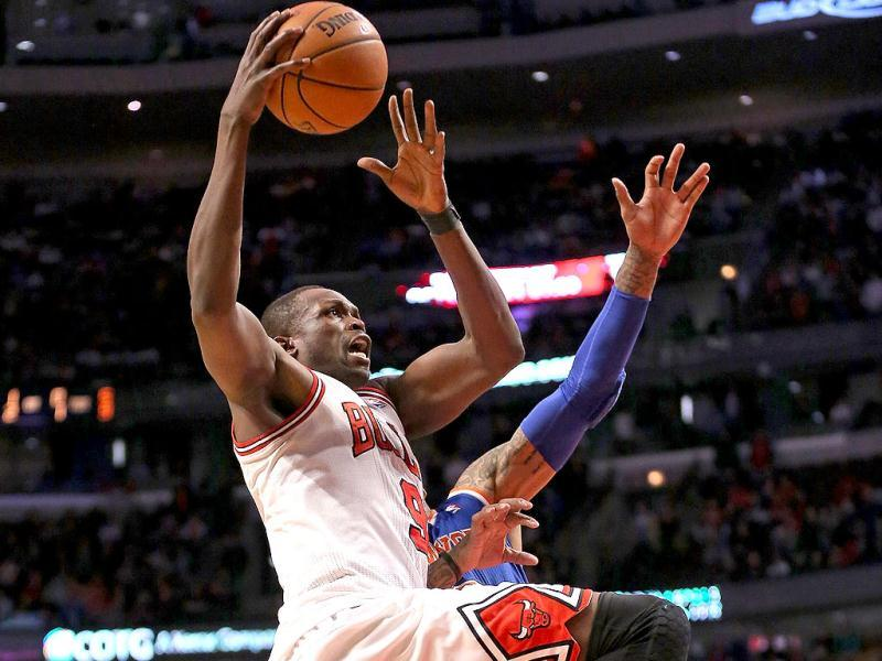 Loul Deng #9 of the Chicago Bulls drives to the basket against the New York Knicks at the United Center in Chicago, Illinois. (AFP Photo)