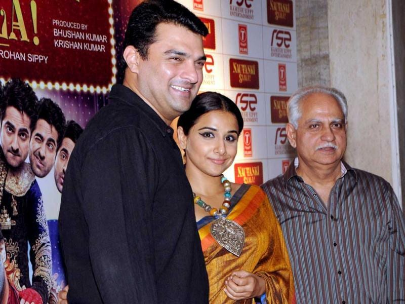 Vidya Balan with husband Siddharth Roy and director Ramesh Sippy pose for shutterbugs at a special screening of Nautanki Saala in Mumbai. (AFP Photo)