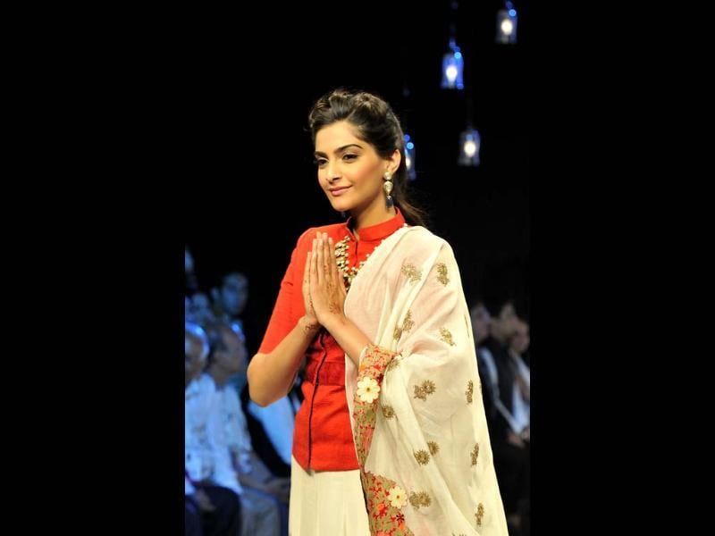 Actress Sonam Kapoor displays jewellery at the Gem and Jewellery Fair at Pragati Maidan in New Delhi. HT Photo/Vipin Kumar