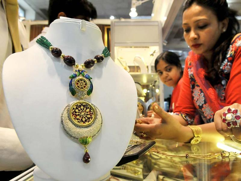 Visitors at the Gem and Jewellery Fair in New Delhi. HT Photo/Vipin Kumar
