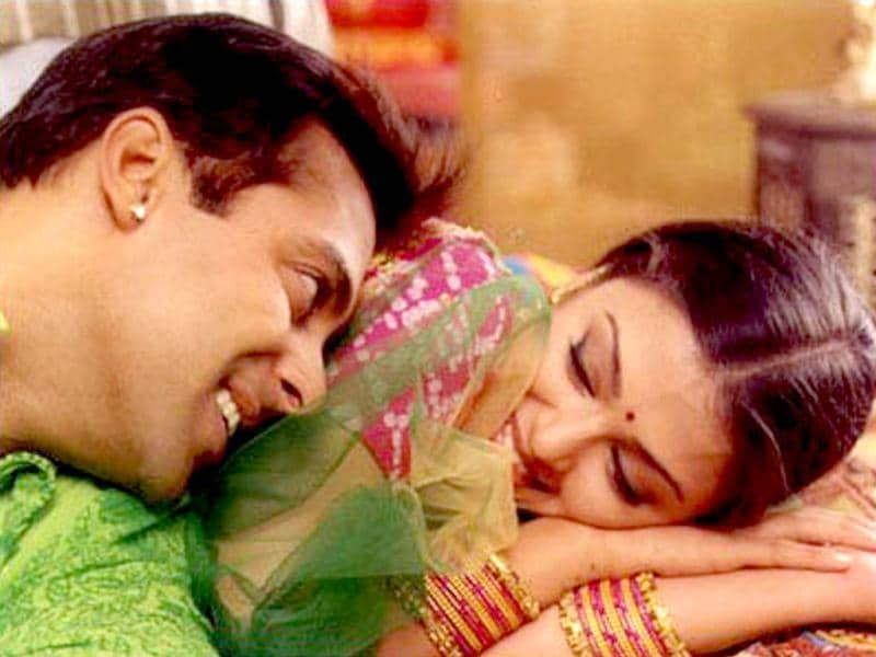 Salman Khan and Aishwarya Rai were one of the hottest couple in Bollywood and their chemistry too was to die for! The two nailed it in Sanjay Leela Bhansali's Hum Dil De Chuke Sanam (1999) and also began dating in the same year. Aishwarya Rai ended the relationship in 2001 accusing Salman of verbal and physical abuse. The two never worked together after that.