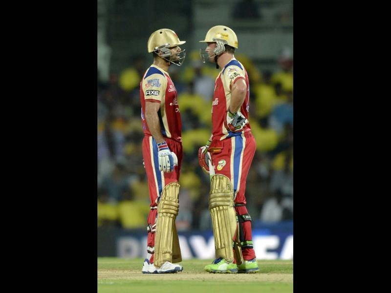 Royal Challengers Bangalore batsmen AB De Villiers and Virat Kohli in action against Chennai Super Kings during their T20 match at MA Chidambaram Stadium in Chennai. HT Photo