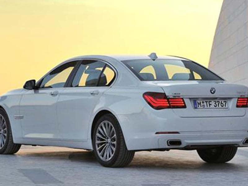 BMW 7-series facelift coming on Apr 25